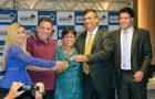 Flávio Dino entrega títulos e anuncia nova etapa do 'Mais Asfalto' na Cidade Olímpica
