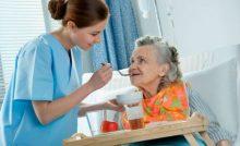 Prefeitura e Defensoria Pública oferecem curso de cuidador de idoso