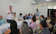 Luis Fernando assina lei que vai possibilitar a concessão de títulos a milhares de famílias ribamarenses