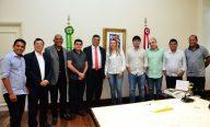 Flávio Dino garante ações para Monção em reunião com prefeita Cláudia Silva
