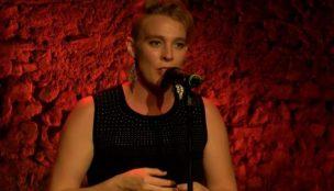 Cantora francesa morre no palco durante apresentação