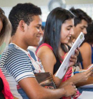 """""""O Aulão do Enem é nota 10"""", diz aluno após participar do programa"""
