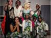 Madonna posa pela primeira vez com seus seis filhos