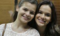 Bruna Marquezine canta parabéns para irmã e comemora 15 anos da caçula
