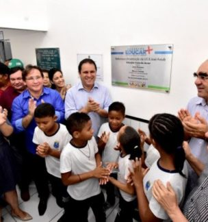 Prefeitura entrega no bairro Santa Cruz escola totalmente reformada e climatizada