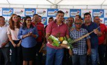 Flávio Dino entrega casas e garante direitos básicos a moradores de Amapá do Ma