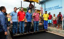 Flávio Dino entrega casas, Mais Asfalto, em municípios maranhenses