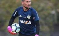 Diego Alves pede foco no clássico, mas já projeta estreia na Libertadores