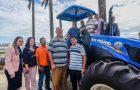 Flávio Dino entrega patrulha agrícola a comunidade rural de São Bernardo