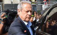 José Dirceu se apresenta, faz exames no IML e segue para a prisão na Papuda