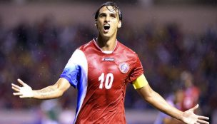 Santos negocia a contratação do meia Bryan Ruiz