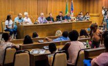 Júnior Verde dialoga com famílias de residencial em busca de melhorias para comunidade