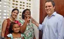 Prefeitura entrega chaves de imóveis e mais 448 famílias realizam o sonho da casa própria