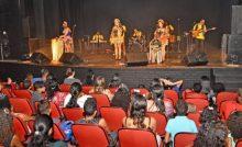 Beneficiários do Programa Minha Casa, Minha Vida assistem show do Grupo Lamparina