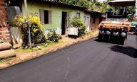 Prefeito leva Asfalto na Rua a mais vias da Estiva; muitas recebem pavimento pela 1ª vez