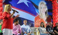 Em sua própria casa, Bárbara Soeiro reúne milhares de pessoas com lideranças políticas
