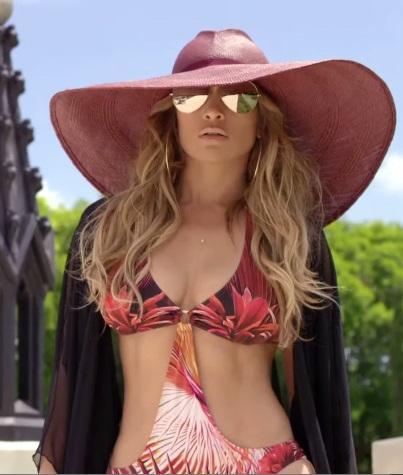 """A estilista Claudia Adnet fala sobre a tendência do chapéu neste verão e de  como ele caiu no gosto das celebridades  """"várias celebridades como Jennifer  ... 7a615eb2473"""